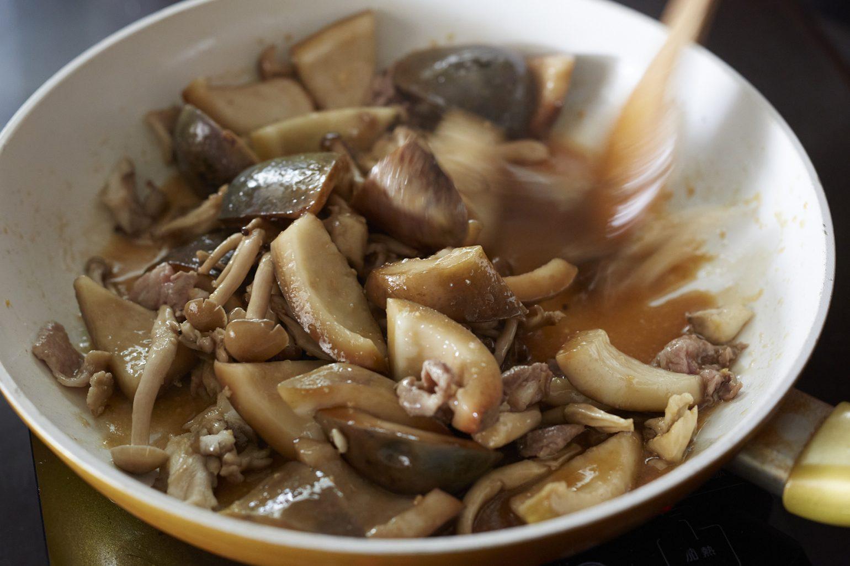 あけびの味噌炒め